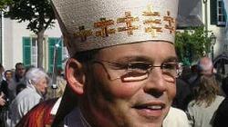 Biskup zawieszony za luksusowy styl życia - miniaturka