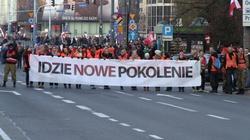 """Narodowcy krytykują policję za """"brutalną łapankę"""" uczestników Marszu Niepodległości - miniaturka"""