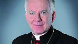Abp Jędraszewski: Jak można ogłaszać rok 2015 rokiem Jana Pawła II, a jednocześnie przyjmować prawo sprzeczne z nauczaniem Papieża? - miniaturka