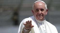 Papież Franciszek: Mamy stać pod Jezusowym krzyżem... - miniaturka