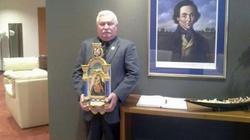 Lech Wałęsa uratował Obraz Matki Boskiej wiszący w toalecie - miniaturka