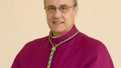 Katolicki biskup z Sycylii popiera legalizację związków homoseksualnych przez państwo - miniaturka