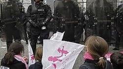 Brutalność francuskiej policji wobec przeciwników homo małżeństw. ZOBACZ KONIECZNIE - miniaturka