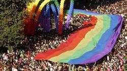 Parada. Roznegliżowani, nihilistyczni sodomici, łaknący dewiacji - miniaturka