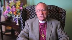 To nie żart. Biskup rozwodzi się ze swoim mężem - miniaturka