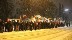 KOP broni polskiego rządu w Wiedniu, a KOD manifestuje u stóp sowieckiego żołnierza - miniaturka