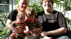 Lesbijki po rozstaniu walczą o prawo do dziecka z in vitro - miniaturka