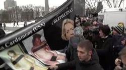 Zwolennicy aborcji biją kobiety na Manifie - zobacz video - miniaturka