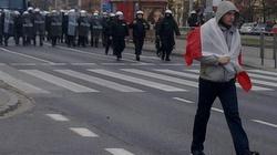 """""""Kłamstwa Michnika wyrzuć do śmietnika!"""". Nacjonaliści przeszli przez Poznań  - miniaturka"""