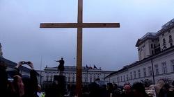Komorowski poniesie w procesji smoleński krzyż... - miniaturka