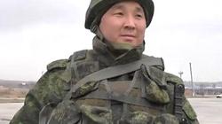 """Nieoznakowany żołnierz na Krymie mówi wprost: """"MY ROSJANIE"""" - miniaturka"""