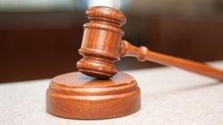 Prokuratura umorzyła dochodzenie w sprawie znieważenia krzyża przez nagiego artystę! - miniaturka
