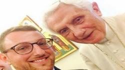 Papież Benedykt pozował do selfie! - miniaturka