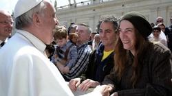Papież zaprosił kontrowersyjną artystkę, aby zagrała w Watykanie. To bluźnierstwo? - miniaturka