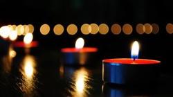 Tusk: Zapalmy jutro o godz. 20 świeczki w oknach naszych domów – na znak solidarności z Ukraińcami, walczącymi i umierającymi za wolność - miniaturka