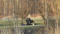Polska kreatywność i strzyżenie w parku. To zdjęcie robi furorę - miniaturka