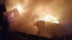W Jakubowie spłonęła zabytkowa plebania. Kościół ocalał - miniaturka