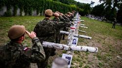 Piękny gest żołnierzy Wojsk Obrony Terytorialnej na ,,Łączce'' - miniaturka