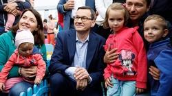 Zbigniew Kuźmiuk: Polską rządzi rodzina!! 500 plus to inwestycja w przyszłość! - miniaturka