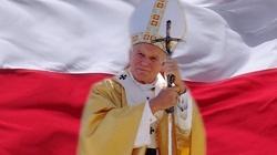 Jan Paweł II: Konstytucja winna być odniesiona do Boga - miniaturka