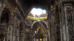 Znak? Papież odprawia Mszę, sypie się sufit... - miniaturka