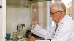 Czym tak naprawdę jest koronawirus? Odpowiada immunolog prof. Janusz Marcinkiewicz - miniaturka