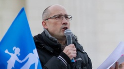 """Francuski homoseksualista: Adopcja przez gejów to jak """"skazanie na podwójną karę"""" - miniaturka"""