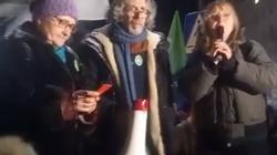 HUCPA pod Sejmem! 'Dzik jest dziki, PiS jest zły', 'Ministrowie do odstrzału' - miniaturka