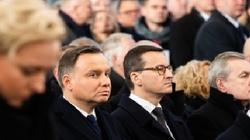 Polityczne dyskusje po pogrzebie Adamowicza. Prezydent i premier w piątym rzędzie - miniaturka