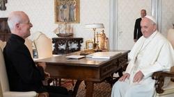 Papież spotkał się z ks. Martinem SJ, przyjacielem LGBT - miniaturka