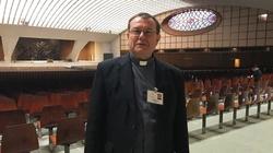 Abp Pezzi: chrześcijanie modlą się jak za komunizmu, w domach  - miniaturka