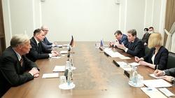 AfD w Moskwie. Kreml dyscyplinuje Merkel? - miniaturka