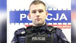 Bohaterski policjant ratuje samobójczynię - miniaturka