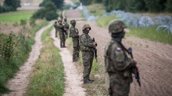 Komisja Europejska: niech Polska poprosi Frontex o pomoc - miniaturka