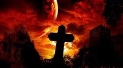 Mistyczka: Szatan opanował ludzi u władzy - nadchodzi ostrzeżenie - miniaturka
