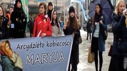 """Kontra manifa! """"Arcydzieło kobiecości - Maryja""""- pikieta antyfeministyczna """"W imieniu dam"""" w Warszawie - miniaturka"""