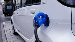 Baterie z elektrycznych samochodów zalewają świat  - miniaturka