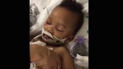Szpital stwierdził śmierć mózgu - dziecko reaguje na głos mamy! - miniaturka