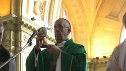 Kard. Bergoglio doświadczył cudu eucharystycznego? - miniaturka