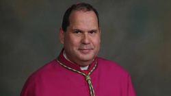 Biskup pobity podczas mszy świętej w USA - miniaturka