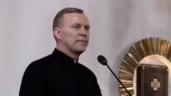 Ten biskup na podium! Mocne słowa o Komorowskim - miniaturka