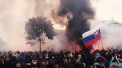 [Wideo] Słowacja. Policja użyła gazu łzawiącego i armatek wodnych przeciwko demonstrantom anty-covid - miniaturka