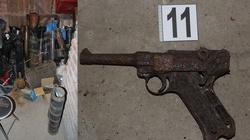 Kraków. Nielegalny arsenał broni z czasów II wojny światowej w bloku mieszkalnym. Właściciel w śpiączce - miniaturka