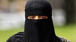 Zeman: ubiorą nasze kobiety w burki  - miniaturka