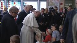 To wzruszające spotkanie! Papież w szpitalu dziecięcym: Chciałbym przytulić każdego z was - miniaturka