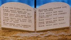 USA: Sąd zakazał tablic z Dziesięcioma Przykazaniami - miniaturka