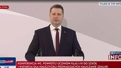 Nowa lista lektur Czarnka. Bez Świetlickiego i Konwickiego, za to z Janem Pawłem II i Pileckim - miniaturka