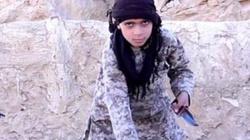 """Islamiści uczą dzieci obcinania głów """"niewiernym"""".... Ćwiczą na lalkach - miniaturka"""