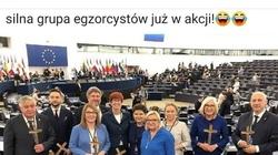 'Silna grupa egzorcystów już w akcji!' Żenujący fotomontaż na antypisowskim profilu!!! - miniaturka
