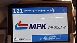 Wrocław. Miejski autobus z komunikatem ,,J***ć PiS'' na ekranie - miniaturka